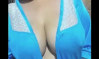 Indian aunty showing milk of heavy boobs