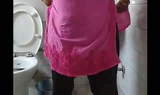 Indian bhabi pissing in toilet