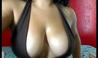 Indian older milf on livecam show masturbating