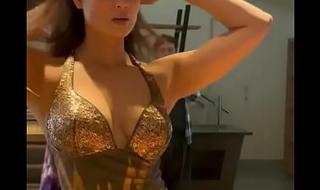 Shweta Tiwari Hot Breakage Show for MILF lovers