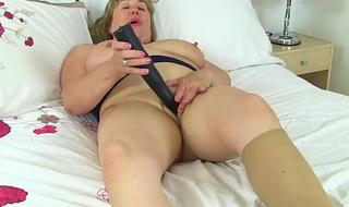 UK milf Aunty Trisha soaks her tights and fucks a dildo