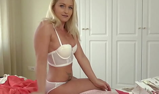 First sexual experience with your Hawt Milf AUNT!!!