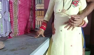 Malkin Ki Jawan Badi Beti ko Scullery Stand Par Choda