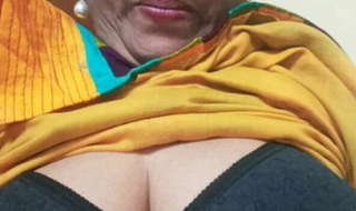 Desi old aunty showing boobs