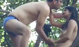 Coching ke bahar se jungle me jakar kari chudai