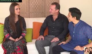 Man enjoys threesome anal sex with hawt Desi bhabhi and spliced