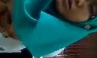 Malay- tetek besar layan vibrator