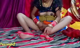 Nayi navely Bhabhi ko kamre ke andar akele me chod diya