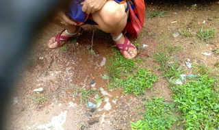 Desi Indian Aunt Outdoor Public Pissing Video Compilation