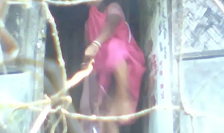 indian aunty changing saree 2