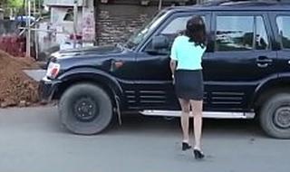 मुंबई रेड लाइट एरिया की लड़की को कार में लिया